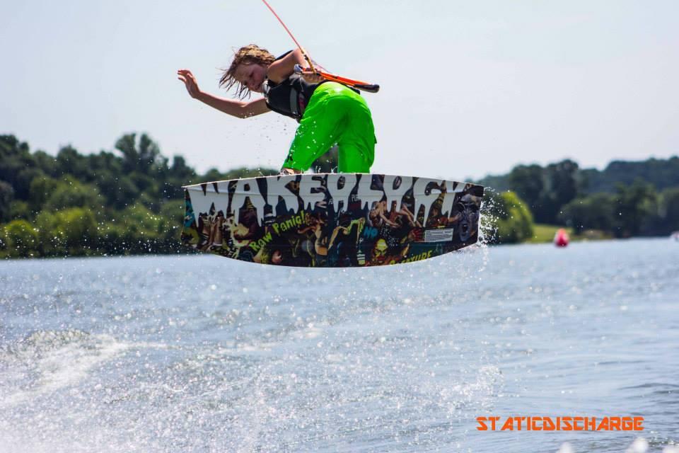 Beau wakeboarding
